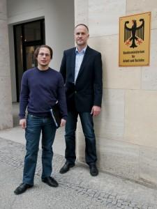 Tim Wessels und Andreas Lutz vor ihrem Termin mit der Ministerin