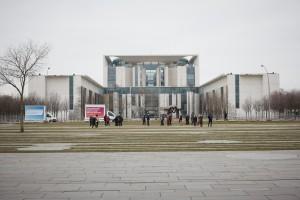 Vor dem Bundeskanzleramt: Der Fotograf und seine Kollegen wurden bei dieser Gelegenheit wegen einer nicht genehmigten Demonstration festgenommen