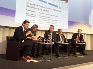 MdB Zech, Gewerkschafter Wechsler, Moderator Astheimer, Arbeitgeber-Chef Brossardt und ganz rechts Hans-Peter Viethen (BMAS)