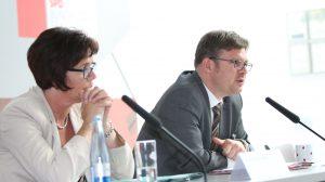 Birgit Kömpel und Martin Rosemann begrüßen die Teilnehmer (Foto: spdfraktion.de)
