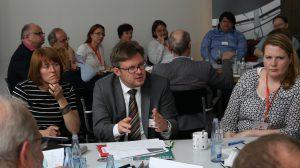 Dr. Martin Rosemann sprach an Tisch 2 - nicht nur über Fragen der Beitragsbemessung (Foto: spdfraktion.de)