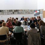 Die Teilnehmer diskutieren an drei Tischen (Foto: spdfraktion.de)