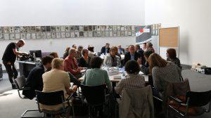 Die Teilnehmer diskutieren an drei Tischen Quelle: spdfraktion.de