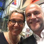 Selfie: Andreas Lutz freut sich für Christa Weidner