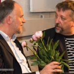 Zum Dank gab's für die Redner Pfingstrosen: Andreas Lutz mit Michael Busch (BJV) - Foto: Thomas Dreier, t3-foto.de