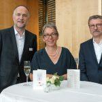 Andreas Lutz mit Christa Weidner und ihrem Ehemann Johannes Schumacher - Foto: Katja Hoffmann