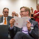 Christoph Klein, ebenfalls für den Bonhoff-Preis nominiert, im Gespräch mit Reiner Holznagel vom Bund der Steuerzahler - Foto: Katja Hoffmann