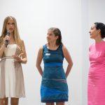 """Sophia Löwenhag und Michelle Lisson, Trainnes der Bonhoff-Stiftung, erklären das Projekt """"Nach-der-Tat"""""""