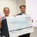 Bonhoff-Preis und symbolischer Scheck über das Preisgeld, Foto: Bonhoff-Stiftung, Katja Hoffmann