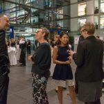 Andreas Lutz, Christa Weidner und Sarah Kim (Bonhoff-Stiftung) im Gespräch - Foto: Katja Hoffmann