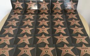 Keine Weihnachtsbäckerei, sondern die Danke-Karten, aus denen unser Walk of Fame besteht