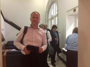 Andreas Lutz bei der Ankunft im Ministerium, Foto: Ralf Höfert