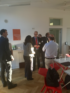 Andrea Nahles begrüßt Teilnehmer, Foto: Andreas Lutz