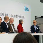 Victoria Ringleb (AGD e.V.), Henning Tillmann (Softwareentwickler),Joachim Groth (IT-Projektgenossenschaft eG), Dr. Inga Meincke (VFLL e.V.): Ausgewählte Teilnehmer des Kamingesprächs mit Andrea Nahles