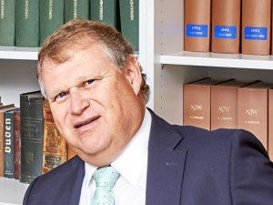 Günther Werner arbeitet in München als Fachanwalt für Arbeitsrecht.