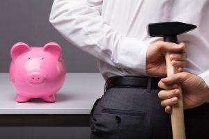 Laut KfW benötigen drei von vier GründerInnen keine Außenfinanzierung. Sie brauchen nur ihr Sparschwein zu schlachten, um an Startkapital zu kommen. Bild: Andrey Popov – Fotolia.com