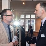 Moderator Dirk-Oliver Heckmann mit Andreas Lutz, Foto: IKKeV