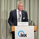Holger Schwannecke erklärt die Position des Zentralverbandes des Deutschen Handwerks (ZDH), dessen Generalsekretär er ist, Foto: IKKeV