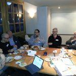 Teilnehmer im intensiven Austausch, Foto: Susi Freudenberg