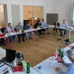 So sieht es bei BAGSV-Treffen die meiste Zeit aus. Dieses Mal hat uns Antje Eichhorn bei dem von ihr moderierten Workshop in Bewegung gebracht, Foto: Jonas Kuckuk