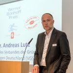 Andreas Lutz spricht das Grußwort des VGSD, Foto: Bonhoff-Stiftung, Katja Hoffmann