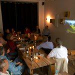 Die Teilnehmer folden Angelas Ausführungen, Foto: Ralph Berendt
