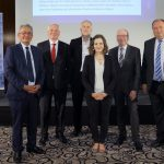 Die Diskussionsteilnehmer - Gruppenfoto mit Dame, Foto: Stefan Obermeier