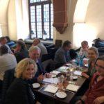 Mitglieder und Interessenten im Austasusch beim ersten VGSD-Stammtisch in Mainz, Foto: Marc Lanser