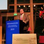 Preisträger Oliver Blume bedankt sich in seiner Rede, Foto: Tim Wessels