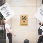 Teilnehmer der künstlerischen Protestaktion von VGSD/ IKiD, Foto: Sascha Schwarz